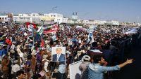 حشود ضخمة في عدن ترفض مبادرة المبعوث الأممي وتؤكد دعمها لشرعية الرئيس هادي (صور)