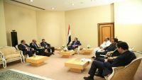 رئيس الوزراء يوجه بتحويل 25 مليون دولار لحساب بترومسيلة لإنشاء محطة كهرباء غازية بحضرموت