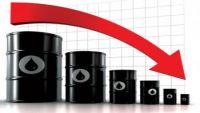 انخفاض أسعار النفط الخام مع تركيز السوق على استمرار تخمة المعروض