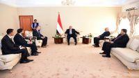 الرئيس هادي يعرب عن تقديره لجهود الصليب الأحمر ويطالب بمزيد من الدعم لليمن