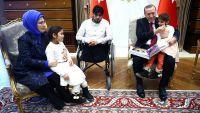 """أردوغان يستقبل أسرة الطفلة السورية """"دموع"""""""