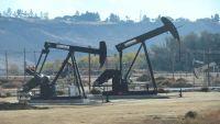النفط يرتفع بعد فرض عقوبات على إيران