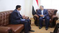 بن دغر يوجه بصرف مرتبات موظفي الدولة بمحافظة صنعاء