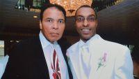 احتجزوا ابن الملاكم محمد علي بأميركا وسألوه: أنت مسلم؟