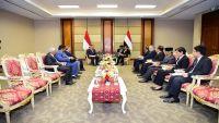 خلال لقائه الرئيس الإندونيسي.. هادي يدعو الشركات النفطية والاستثمارية لاستئناف أنشطتها في اليمن