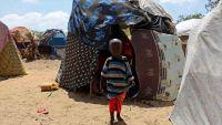 """الإسهال """"يُصفي"""" أجساداً أنهكتها المجاعة في الصومال"""