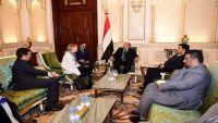 صحيفة: ضغوط سياسية غربية لإقناع الرئيس هادي بخطة السلام المعدلة