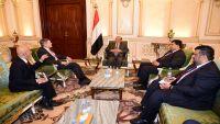 السفير الأمريكي يجدد دعم بلاده للسلام وفق المرجعيات والروسي يعتبر هادي الرئيس الشرعي