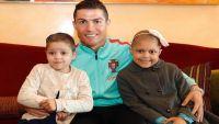 رونالدو يثير إعجاب عشاق الكرة بعمل خيري جديد (فيديو)