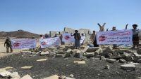 مأرب.. وقفة احتجاجية على أنقاض جامع كوفل تندد باستهداف المساجد (صور)