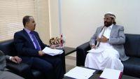 الإرياني يبحث مع محافظ مأرب الإجراءات العملية لبدء تنفيذ مشروع قناة إقليم سبأ