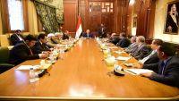 الرئيس هادي يناقش مع مستشاريه ونائبه الأحمر مستجدات الأوضاع العسكرية