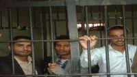الحوثيون يطلقون الرصاص على المعتقلين بسجن الحديدة ويصيبون أربعة