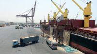 """""""إتاوات انقلابية"""" تثقل كاهل مستخدمي ميناء الحديدة"""
