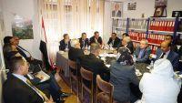 """بن دغر خلال ترؤسه اجتماعا لسفراء اليمن في أوروبا: الهدف الأسمى لليمنيين والدبلوماسيين """"إنهاء الانقلاب"""""""