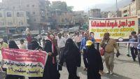 تعز.. انطلاق مسيرة البطون الخاوية صوب عدن تطالب الحكومة بصرف المرتبات (صور)