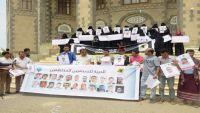 في اليوم العالمي لحرية الصحافة.. وقفة تضامنية بمأرب للمطالبة بإطلاق الصحفيين المختطفين