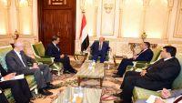 الرئيس هادي يلتقي ولد الشيخ لبحث السلام وعودة المفاوضات