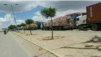ذمار.. مليشيات الحوثي تحتجز شاحنات محملة بالبضائع للمطالبة بدفع مبالغ باهضة