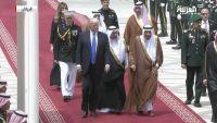 ترامب يصل السعودية لعقد ثلاث قمم والملك سلمان في مقدمة مستقبليه