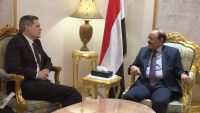 لقاءات مكثفة للسفير الأمريكي بالحكومة الشرعية والإرهاب أبرز القضايا