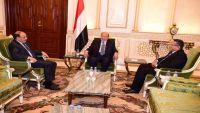 الرئيس هادي يناقش مع نائبه ورئيس الحكومة المستجدات الميدانية والعسكرية