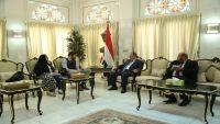 مسؤول بريطاني يشيد بالحكومة اليمنية ودعمها للمبعوث الأممي