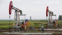 النفط يرتفع لكنه يتجه لأسوأ أداء في النصف الأول من أي عام منذ عقدين
