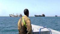 انفجار وتصاعد ألسنة لهب من سفينة قبالة ساحل في الصومال