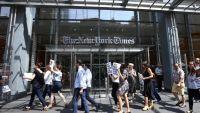 صحفيو نيويورك تايمز يحتجون على قرار تقليص أعداد العاملين فيها