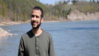 10.5 مليون دولار لأصغر معتقل سابق في غوانتانامو.. ما الذي دفع كندا لتعويض هذا المسلم المدان بقتل جندي أميركي
