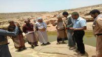 محافظ صنعاء يوفد لجنة رسمية للاطلاع على أوضاع السكان والنازحين في صلب نهم