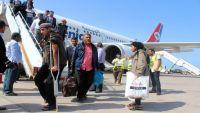 معاناة اليمنيين في مطارات بلادهم