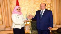 الرئيس هادي يستقبل مخترعة يمنية حاصلة على جوائز دولية