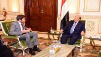 الرئيس هادي يستقبل القائم بأعمال السفير البريطاني لدى اليمن