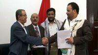 قيادي حوثي يحمل حزب المؤتمر في صنعاء مسؤولية تأخر صرف المرتبات