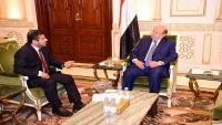هادي يطالب وزارة النفط بسرعة إقناع الشركات النفطية العالمية العودة لليمن