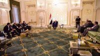 """اللجنة الوطنية للتحقيق في ادعاءات حقوق الإنسان تسلم """"هادي"""" تقريرها الثالث"""