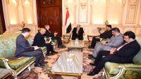 أمريكا تؤكد دعمها للشرعية وهادي يشيد بجهودها في إنهاء الانقلاب