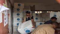 منظمة إغاثية توزع 2800 حقيبة صحية و42 ألف شريط كلور في إب