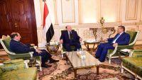 الرئيس هادي يعقد اجتماعا خاصاً مع نائبه ورئيس الوزراء
