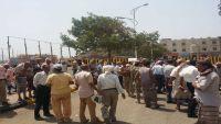 عدن.. احتجاجات لعسكريين للمطالبة برواتبهم المتوقفة منذ خمسة أشهر