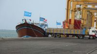 الصليب الأحمر يعتزم إرسال شحنة أرز تجريبية عبر ميناء الحديدة إلى اليمن