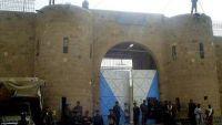 قوات أمنية تهاجم عنابر السجن المركزي بصنعاء وسماع أصوات إطلاق نار