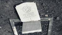 بريطاني يوثق بكاميرته الدمار الذي لحق بكنيسة كاثوليكية ومقبرة بريطانية في عدن