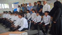 فريق حقوقي وطبي دولي يزور الأطفال المجندين بصفوف المليشيا الذين يعاد تأهيلهم بمأرب