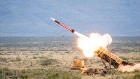 مليشيا الحوثي تزعم إطلاقها عدة صواريخ على معسكرات سعودية