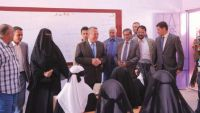 الحكومة الشرعية تتلف المناهج الحوثية المحرفة وتعود لمقررات 2014