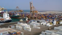 الحوثيون يتهمون التحالف بمنع باخرة من إفراغ حمولتها في ميناءالحديدة