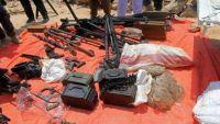 قوات بحرية في الصومال تحتجز قاربا محملا بالأسلحة من اليمن